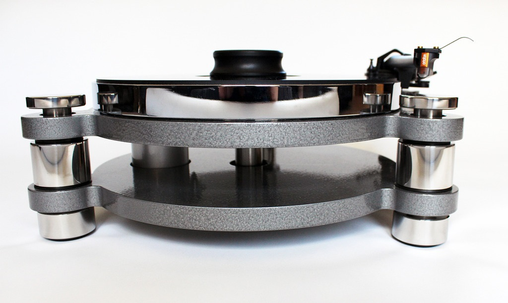 In 2004, Shaun Daniels, turned his love of music, and high quality audio equipment, into a part-time retail business, running alongside his full-time engineering job